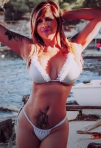 エスコートガール Adriana